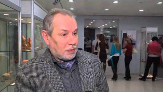 ВНовом Уренгое открылась выставка мастера резьбы подереву икости Виктора Селиверстова.