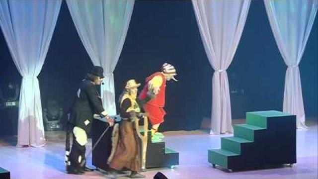 Водворце культуры «Октябрь» начались первые новогодние представления для детей.