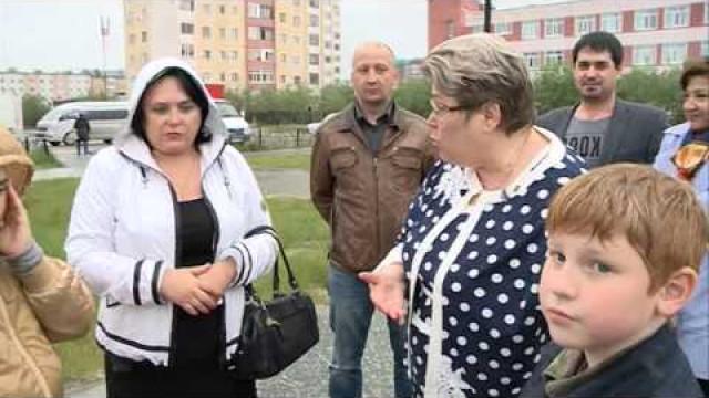 Депутат Законодательного Собрания ЯНАО проверила качество детских площадок вНовом Уренгое.