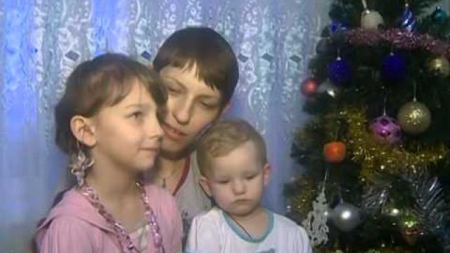 Волонтёры школы №11поздравили семью Мелюшенко сНовым годом.