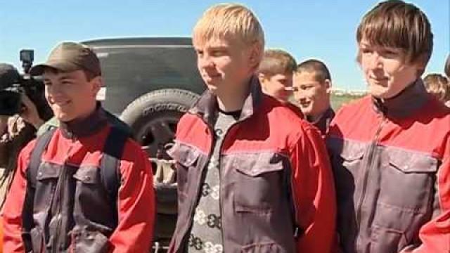 Иван Костогриз познакомился сработой трудовых отрядов.