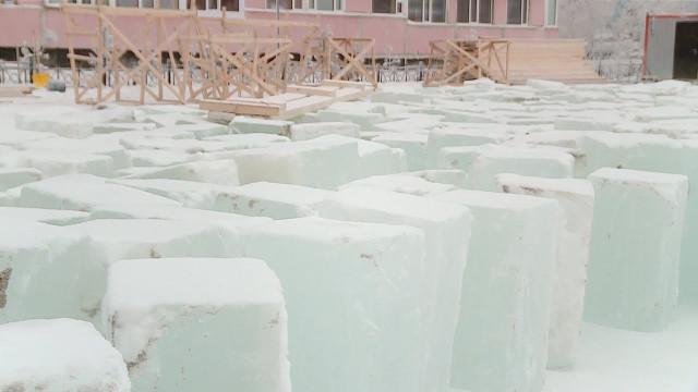 Наглавной площади газовой столицы приступили кстроительству ледового городка