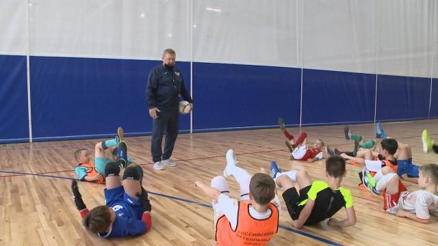 Тренер помини-футболу с30-летним стажем Валерий Парфёнов празднует 55-летний юбилей