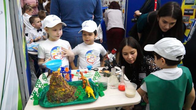 Более 100 работ представили школьники идошколята нагородской Фестиваль науки