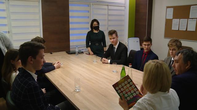 Представители центра «Сириус» встретились содаренными новоуренгойскими школьниками