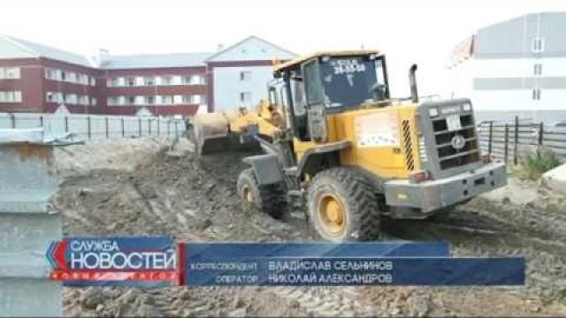 ВНовом Уренгое строители попытались зарыть котлован мусором.