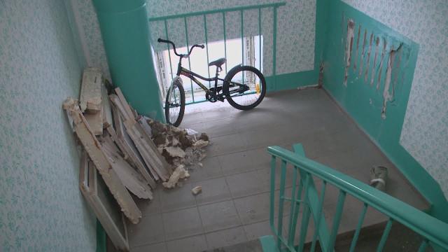 Затянувшийся ремонт крыши доставляет дискомфорт жильцам дома №2поулице Железнодорожная