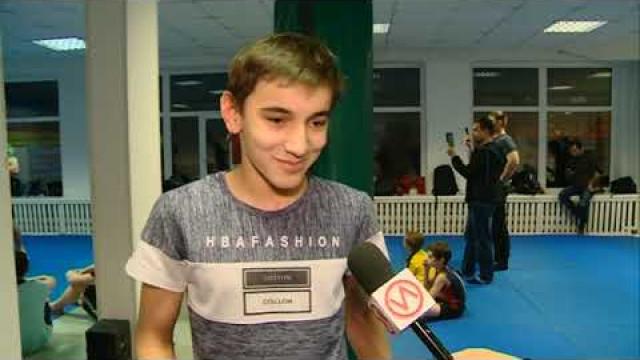 Боец ММА Шамиль Абдулаев провёл тренировку для воспитанников секции тайского бокса.