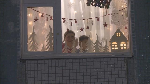 Комиссия оценила новогодние окна, украшенные кпразднику