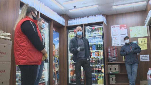 Общественники проверили соблюдение масочного режима всети «Красное иБелое»