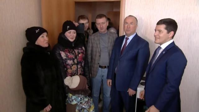Губернатор открыл в Надыме детский сад и вручил ключи новосёлам