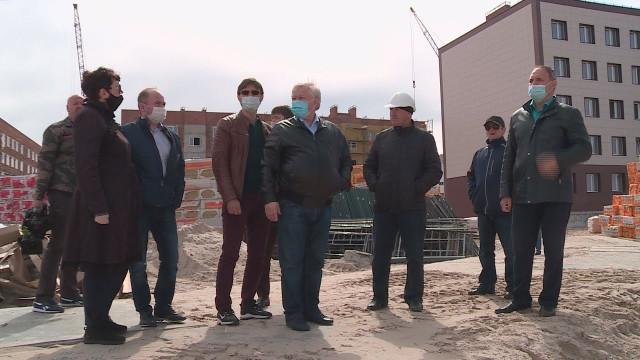 Глава города Иван Костогриз оценил, как строители справляются собязательствами наобъектах вКоротчаево