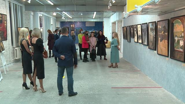 Вновоуренгойском городском музее изобразительных искусств проходит выставка работ Ильи Глазунова