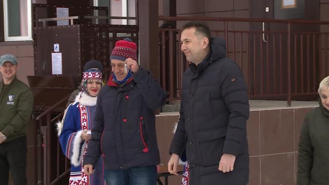 Жильцы аварийных домов вКоротчаево получили ключи отновых квартир