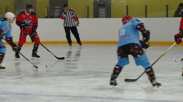 Городской хоккейный сезон завершился яркой игрой любительских сборных «Север» и«Юг»