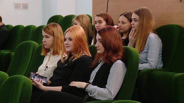Учащиеся корпоративного «Импульс-класса» посетили заседание городской думы