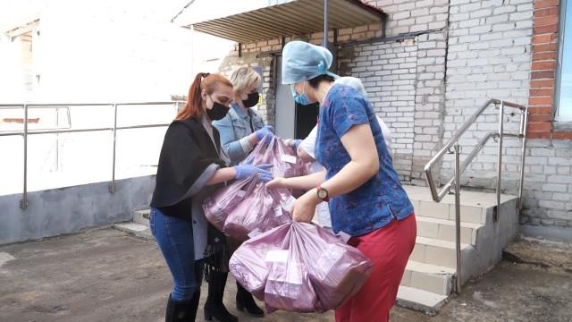 Повара «Украинского дворика» накормили медработников вкусным обедом