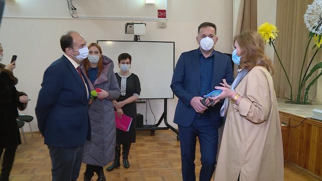 Глава города посетил образовательные учреждения, в которых пройдёт реновация