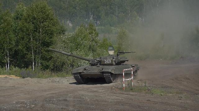Офицеры-танкисты сдали зачёты по боевой подготовке на новых танках Т-72Б3М
