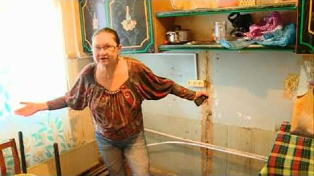 Квартира инвалида нуждается вэкстренной замене полов.