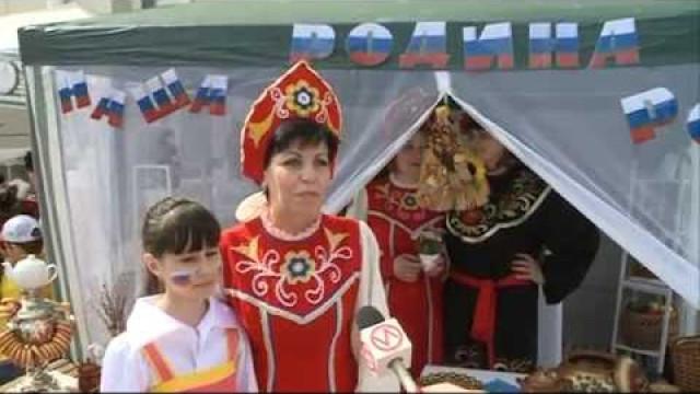 Сотрудники ивоспитанники социально-реабилитационного центра «Садко» отметили День России национальным подворьем.