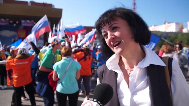 Новый Уренгой празднуют День Государственного флага России