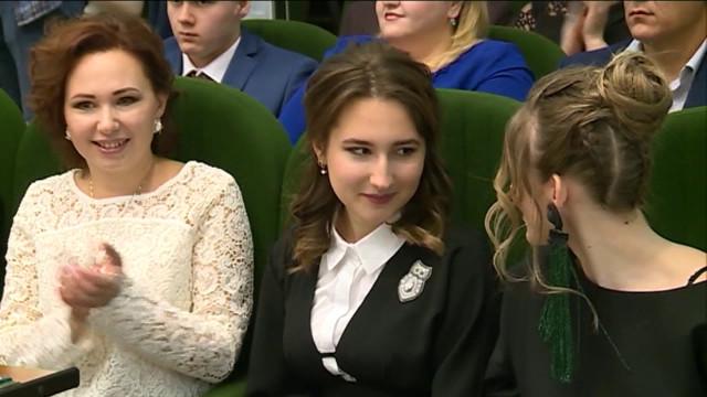 51 новоуренгойский выпускник получил медаль «За особые заслуги в учении»