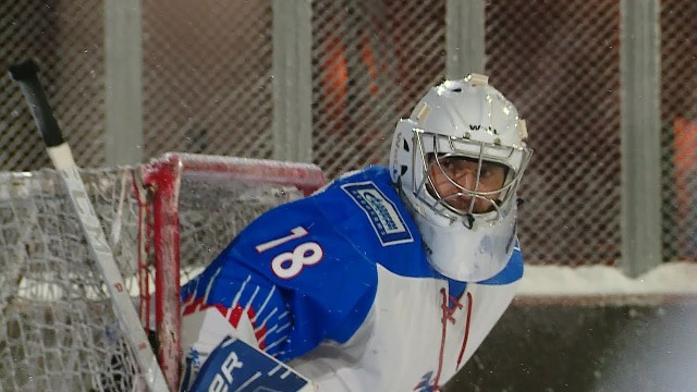 Товарищеский матч похоккею прошёл наоткрытой ледовой площадке «Виадук»