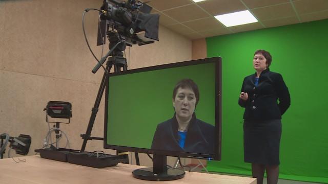 Учителя новоуренгойской гимназии готовят онлайн-уроки