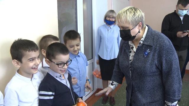 Представитель губернатора ЯНАО посетила социально значимые объекты вКоротчаево иЛимбяяхе