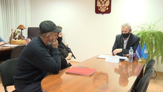 Первый замглавы администрацииг. Новый Уренгой Виктор Пузанов встретился сжителями Коротчаево
