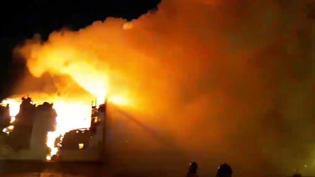 ВНовом Уренгое пожар уничтожил многоквартирный деревянный дом