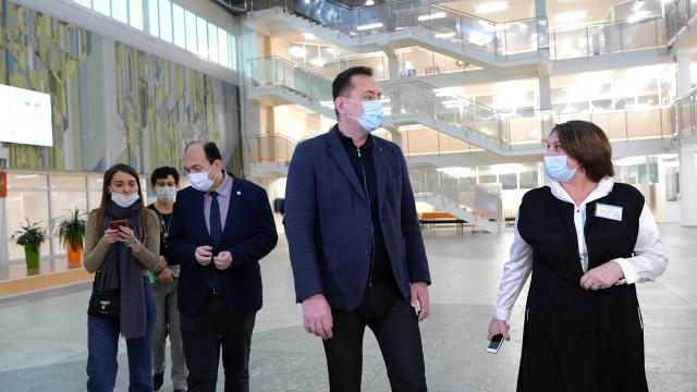 Глава города посетил образовательные учреждения