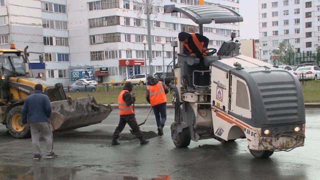 Специалисты АО«Уренгойгоравтодор» приступили кямочному ремонту