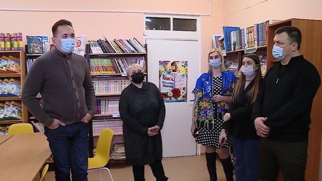 Глава города Андрей Воронов посмотрел, вкаких школах идетских садах требуется ремонт
