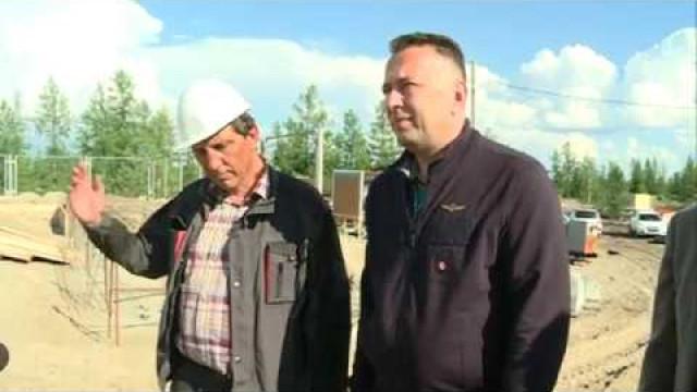 Заместитель губернатора Ямала проинспектировал ход возведения объектов в районе Коротчаево.