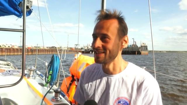 Яхтсмены участники кругосветного путешествия посетили посёлок Ямбург.