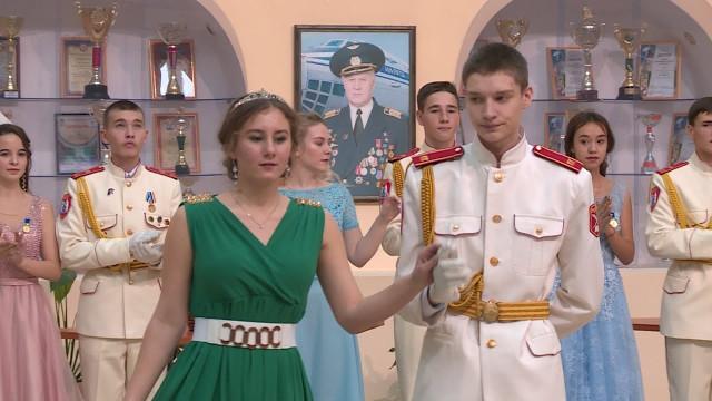 Старшеклассники кадетской школы боролись заправо попасть наКремлёвский бал