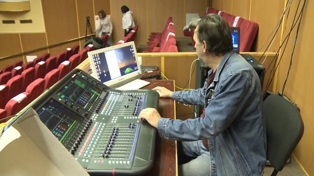 ВГДК «Октябрь» прошла генеральная репетиция концерта, посвященного 90-летию ЯНАО
