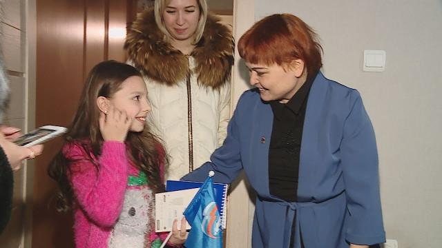 Представители «Единой России» исполняют желания юных новоуренгойцев