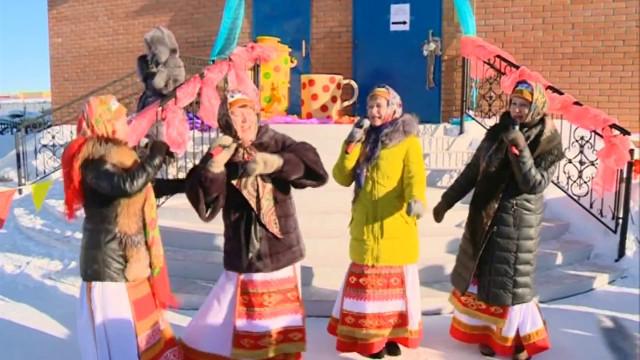Жители Коротчаево отметили завершение масленой недели народными гуляниями.