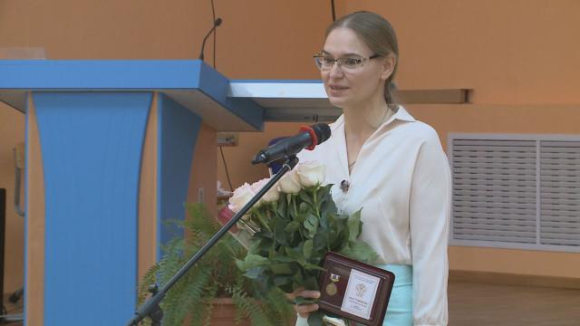 Психолога новоуренгойской Гимназии Ольгу Юрчук наградили медальюим. Льва Выготского