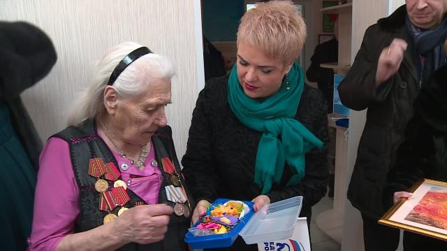 Депутаты городской думы ичлены партии «Единая Россия» поздравили ветеранов врамках проекта «Забота»
