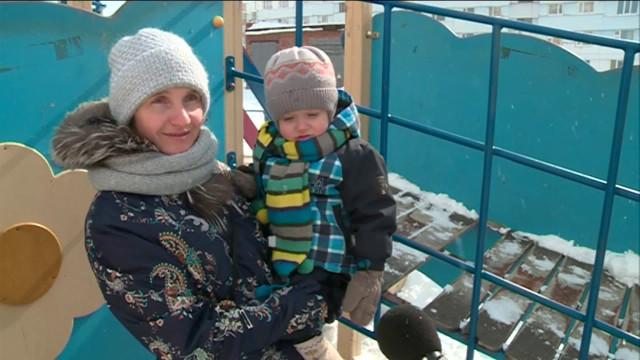 Детская площадка во дворе Ленинградского 6А пострадала от рук вандалов
