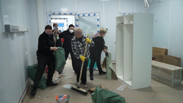 Волонтёры помогают подготовить новый инфекционный госпиталь ксдаче