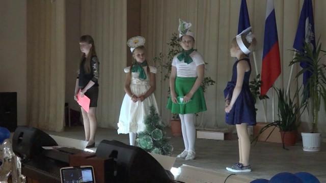 Воспитанники пришкольного лагеря поставили театрализованную постановку.