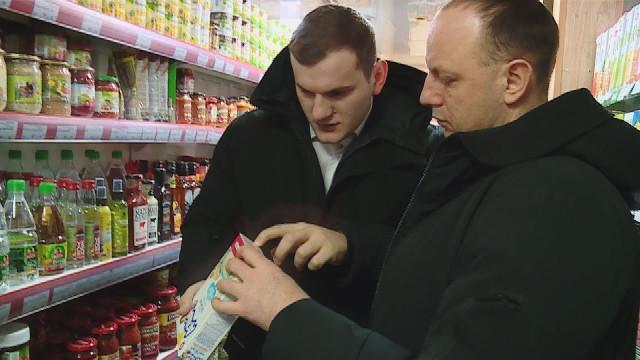 Водном изпродуктовых магазинов народные контролёры насчитали 9корзин спросроченными продуктами