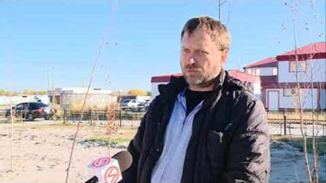 Жители Коротчаево жалуются наразбитые вовремя ремонта теплосетей дороги инеубранный мусор.