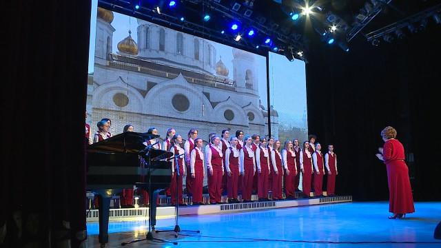 Вдворце культуры «Октябрь» прошёл отчётный концерт образцового детского хора «Сияние»