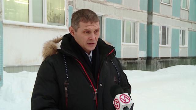 Специалисты АО«Уренгойжилсервис» отключают квартиры злостных неплательщиков отэлектроэнергии